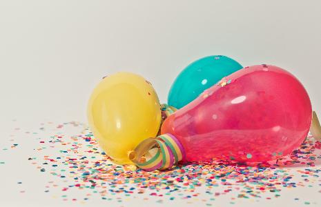 Bursdagsballonger i ulike farger